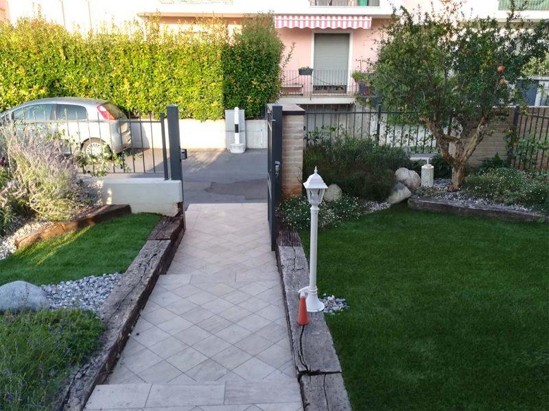 giardino con passaggio pedonale